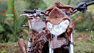 Kreatif, Pemuda Desa Memodifikasi Motornya dengan Kayu Jati