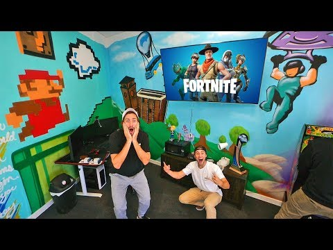 Surprised my brother with 10 000 Fortnite streaming room Twitch.TV FunkBros