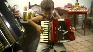 (Vanerão) Tiago Menino de 6 anos toca gaita com o Pai