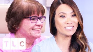Dr. Lee Aids Patient With An Incurable Skin Condition | Dr. Pimple Popper