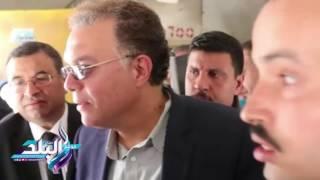 صدى البلد | وزير النقل يستقل قطارًا في كفر الشيخ