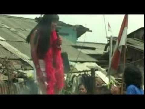 Video mesum Syahrini kalah Hot dengan Nenek Gayung Goyang julia