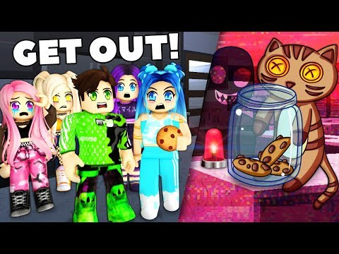 Roblox Family THERE S A THIEF IN OUR MANSION