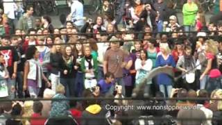 "Flashmob Bremen - Michael Jackson ""Beat-it"" am Hauptbahnhof 29.8.2009 - NonstopNews-Cut"