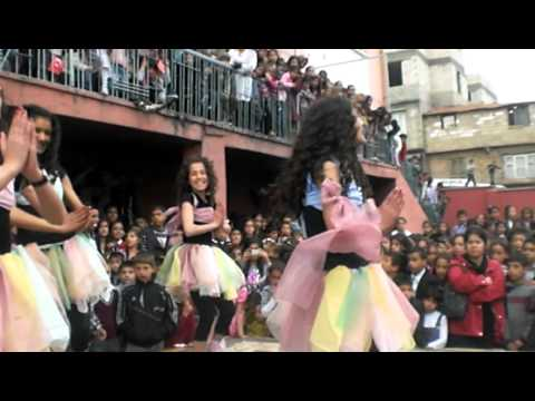 waka waka adlı 23 nisan dans gösterisi