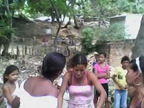 peleas de mujeres en la calle