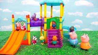 Papá de Peppa Pig se queda atorado en el parque   Muñecas y juguetes con Andre para niñas y niños