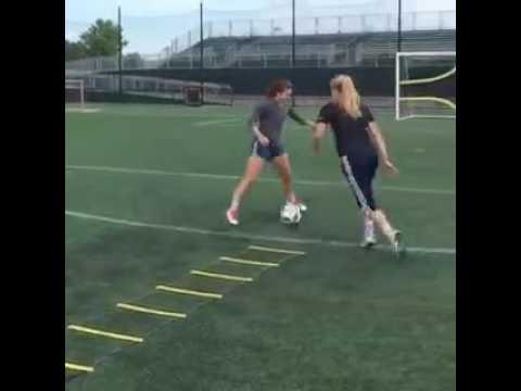 Mulheres treinando futebol