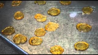 Doceira de Pinhel com 84 anos faz rebuçados de caramelo pelo método tradicional