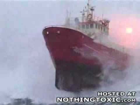 Incrível Navio em Mar Bravo Storm Sea