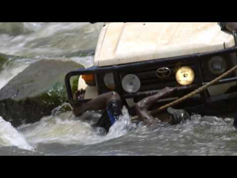 Kakadu: Landcruiser Troopcarrier Recovery at Cahill's Crossing
