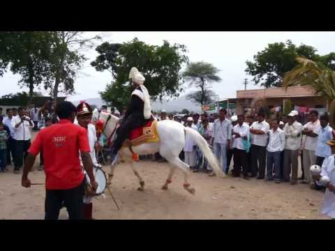 indian wedding hors dance enjoy public