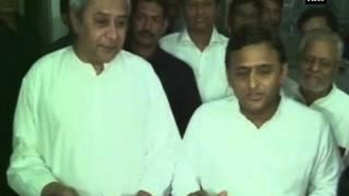 Akhilesh meets Naveen Patnaik, lauds Odhisha govt's public welfare scheme