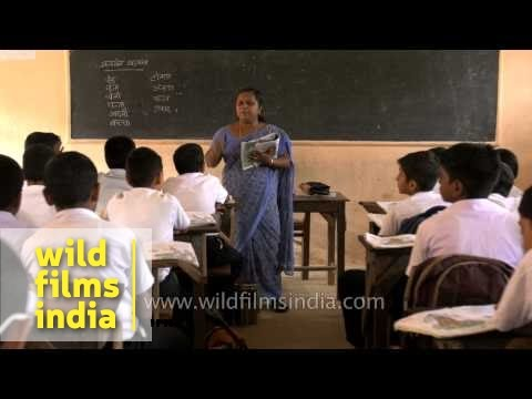 Lady teacher takes Hindi class in Kerala