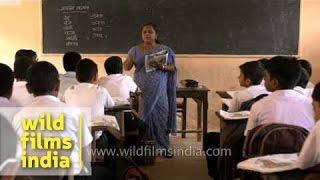 Lady teacher takes Hindi class in Kerala