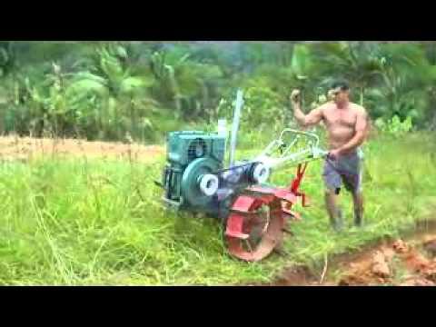 Tobatta KNDR 5 trabalhando com arado