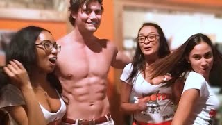 Connor Murphy Picks Up a HOOTERS GIRL! (EPIC Reaction From Crowd!)