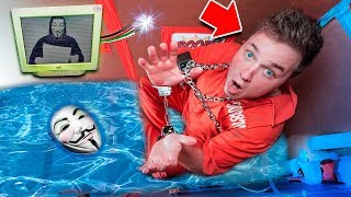 ESCAPE THE GAME MASTER SINKING BOX FORT PRISON ESCAPE ROOM CHALLENGE! (Hacked By Project Zorgo)