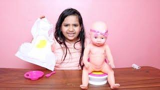 شفا تبدل حفاضة البيبي ودتها المرحاض !!  -العاب بنات !!Baby Habibi In The Bath