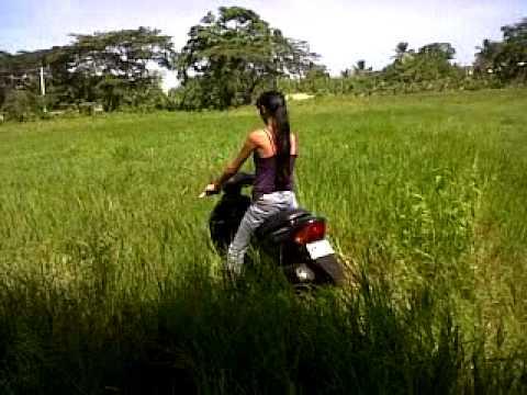 lili aprendiendo a motar pasola
