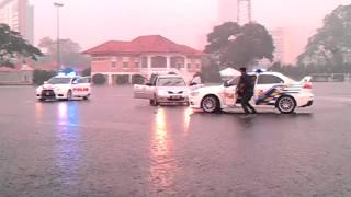 Malaysia Evo x police chasing suspect in rain