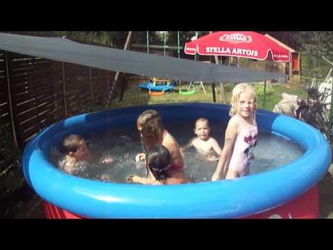 kindjes in het zwembad