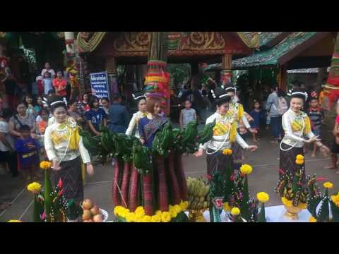 จินตหรา พูนลาภรำบวงสรวงปู่ศรีสุทโธย่าศรีปทุมมาที่คำชะโนดเมื่อวันที่9 9 2559