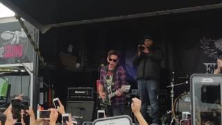 Drake Bell Live - Drake and Josh theme song