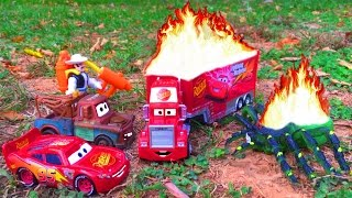 Disney Pixar Cars Lightning McQueen Saves Red Mack Hauler on FIRE Giant Spider Attack Cars Movie
