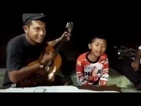 WOW.!! : Mardua holong - Kristian sitohang ( gitaris dedy sitio) (Dipanaik 1 Oktaf muse)