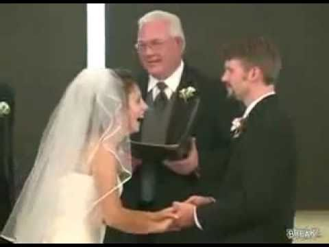 ATAQUE DE RISA Novia no para de reir durante los votos matrimoniales