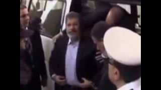 أول لقطات حصرية من داخل محاكمة محمد مرسى وقيادات إخوانية بالصورة جودة عالية يبثها