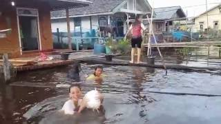 Ngintip cewek lagi mandi di sungai kapuas