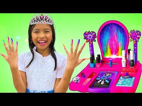 Wendy & Alex Pretend Play Going to Princess Ball