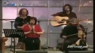 اجرای آهنگ بسیار زیبای احمد ظاهر توسط  خواننده معروف يوناني