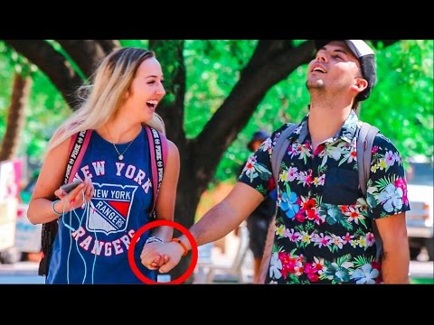 CLEVER WAY TO HOLD ANY GIRL S HAND 3