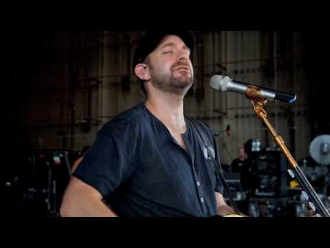 """Sugarland and Little Big Town cover Marc Cohn's """"Walking in Memphis"""""""