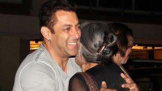 Salman Khan Celebrates Mother Salma's Birthday With Khan-daan