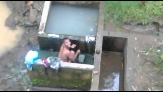 perawan mandi di kali, keliatan anunya...montox