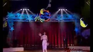 KRISTINA KOKORINA Juggling