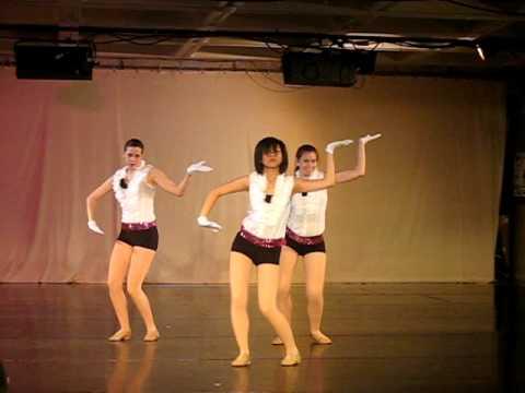 Cute Girls Dancing