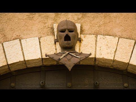 34 Yıl Herkesten Saklanan Demir Maskeli Adam Kim ?