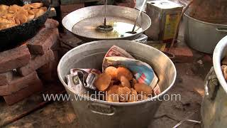 Preparations and distribution of community food in Delhi