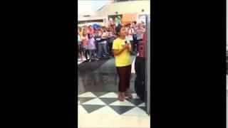 Amazing Filippine girls sings 'let it go' in Robinson mall in Manila