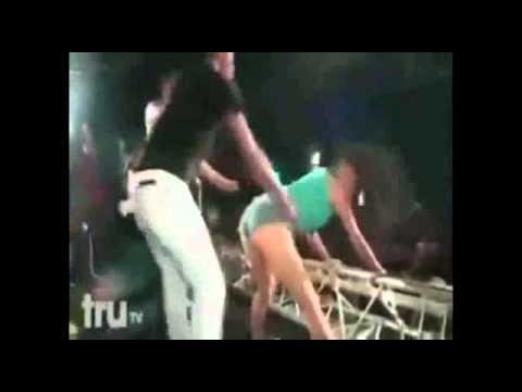 Xxx Mp4 Acest Baiat A Incercat Sa Violeze O Fata De 15 Ani In Timp Ce Dansa Pe La Spate 3gp Sex