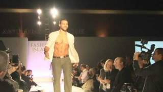 HOT MALE MODEL FALLS IN FASHION SHOW