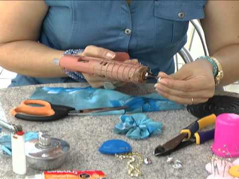 Veja o passo a passo da confecção de uma tiara com tecido fino e strass
