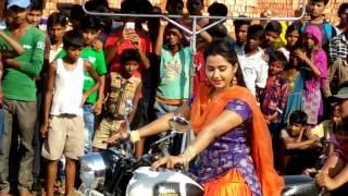 काजल राघवानी बाईक चलाते हुवे - Kajal Raghwani
