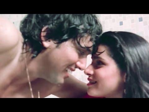 Govinda-Neelam Kothari HOT LOVE AFFAIR