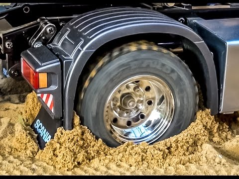 RC truck Scania 4x4 stuck Rescue ACTION by Komatsu wheel loader RC Glashaus fun